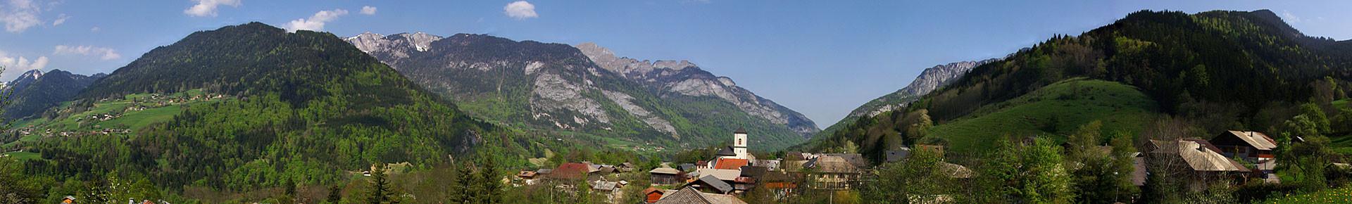 Le village du Biot en été