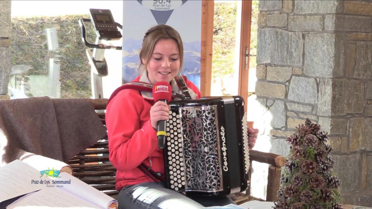 L'accordéoniste Emilie vous fait découvrir les chants savoyards.